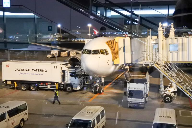 搭乗したJL784便。71番スポットより定刻どおりに出発