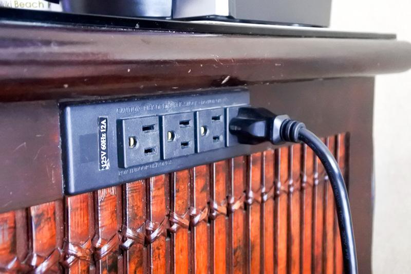 電源はクローゼット内とチェストのサイドにある