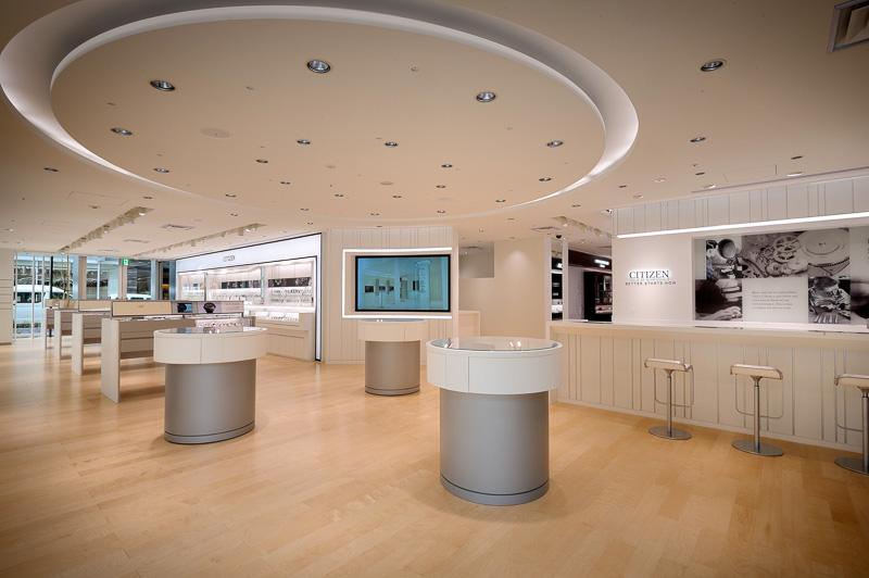 約300m<sup>2</sup>の店内にはシチズンウオッチグループのさまざまなブランドの商品が集められている(写真提供:シチズン時計)