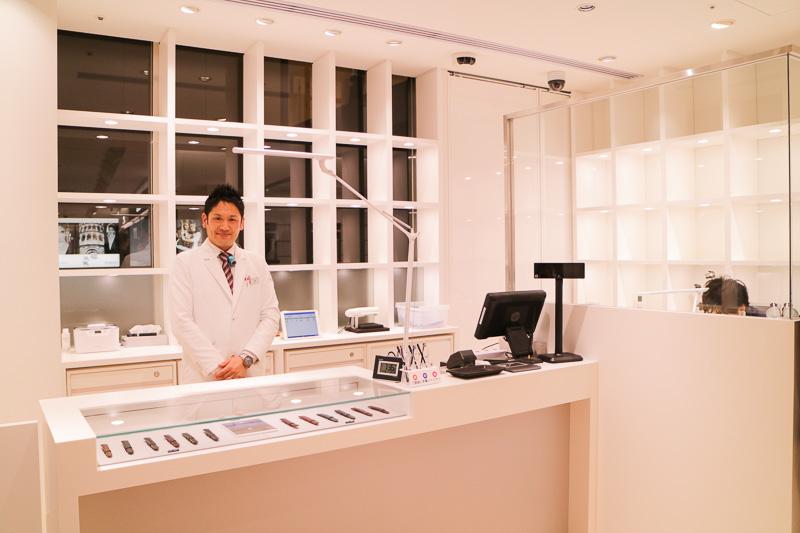 店舗の奥には時計修理工房があり、国家資格を持つ専任スタッフが対応する