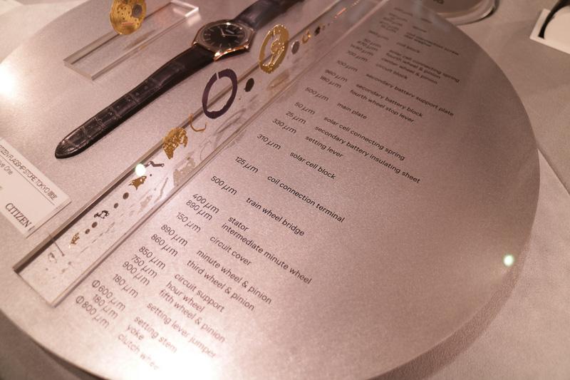 店舗限定商品の展示や、腕時計の分解展示など