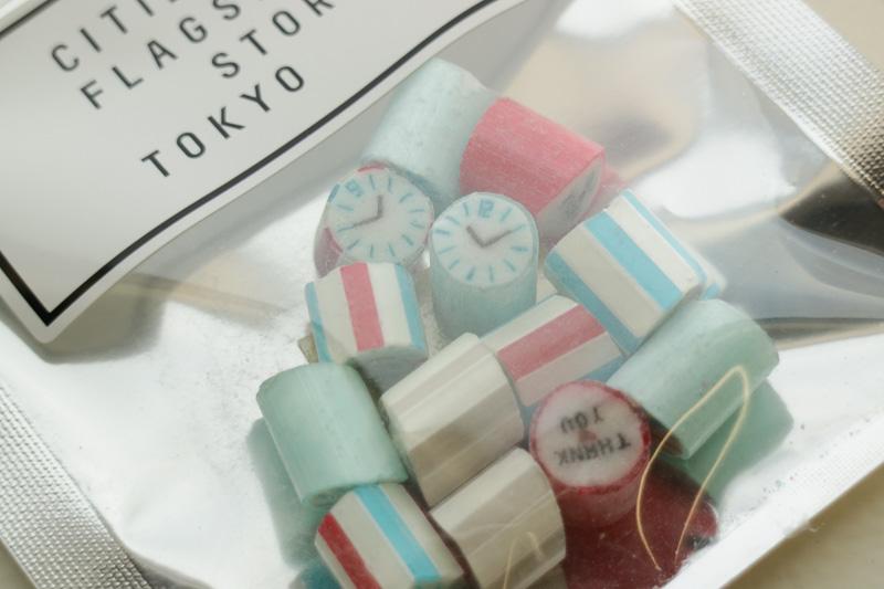 4月20日~23日は、各日先着200名の来店者にオリジナルデザインのキャンディ(パパブブレ)をプレゼントする