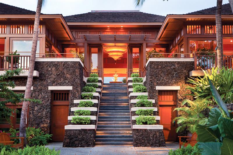「フォーシーズンズ リゾート フアラライ」は2階建てのバンガローが並び極上の休日が過ごせる(写真提供:フォーシーズンズ リゾート フアラライ)