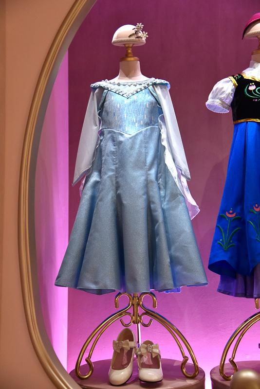 ディズニー映画「アナと雪の女王」の「エルサ」と「アナ」のドレス