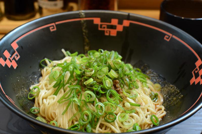 東京・浜松町にも店舗を構える「汁なし担坦麺専門店 キング軒」の「広島式汁なし担坦麺」