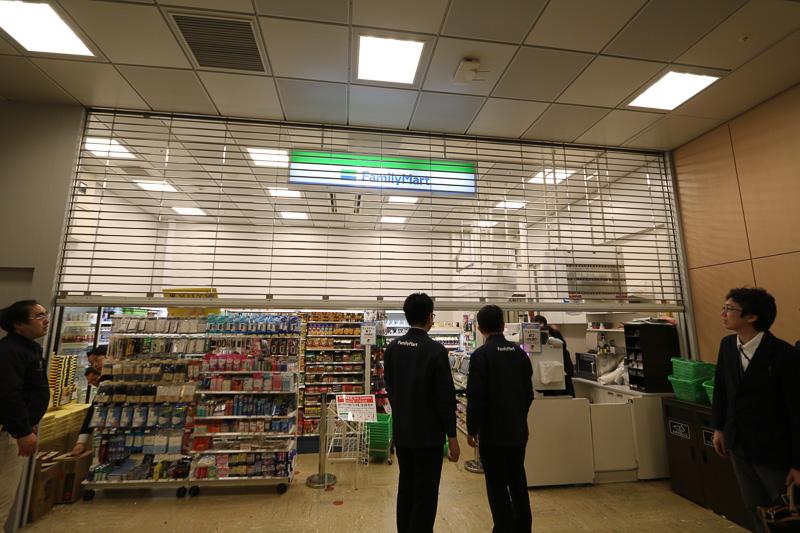 向かいの暫定店舗は本営業店舗オープンと同時に閉鎖