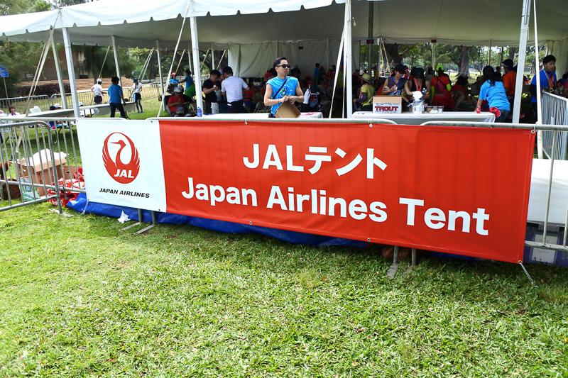 JAL便利用の参加者専用の「JALテント」。フィニッシュエリア内に設置
