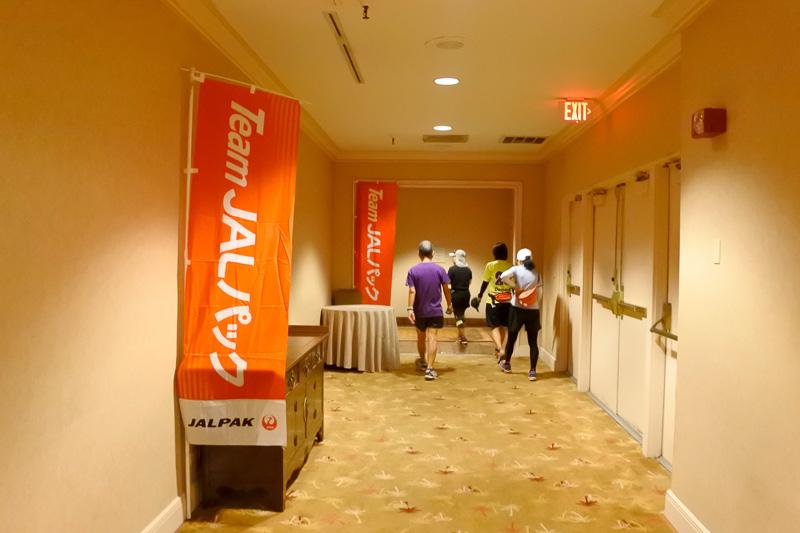 ホテル内も会場への動線にのぼりが掲げられているので迷わない