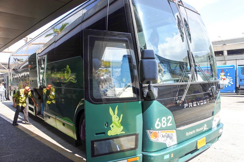 帰国時も「ロバーツハワイ」を利用。大型バスで時間ぴったりにお出迎え。そして空港へ