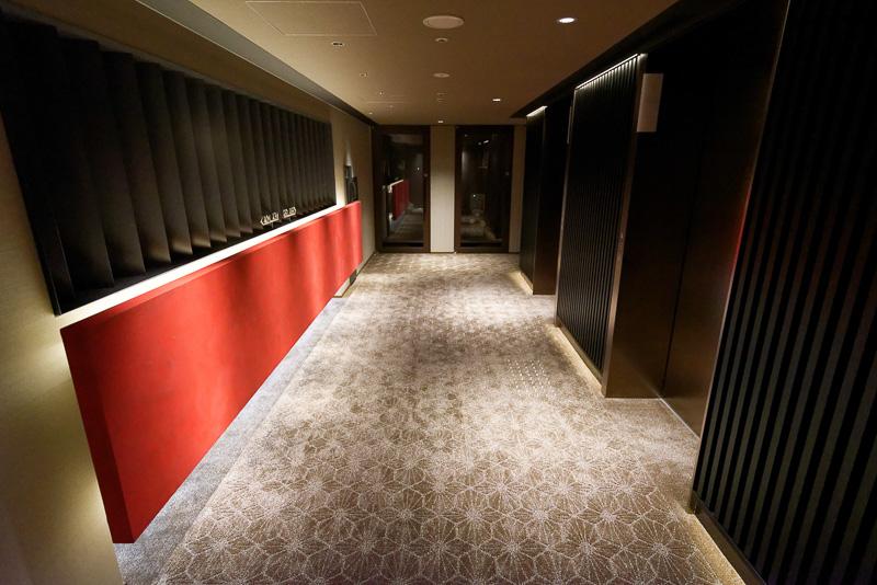 エレベーターホールと客室階の廊下