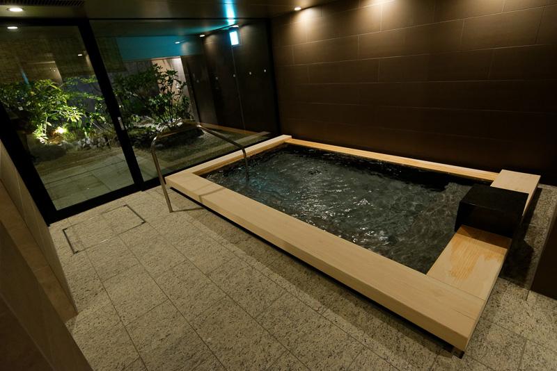 同じように内湯、外湯がある。湯船の大きさ自体も男性用とほとんど変わらないようだ