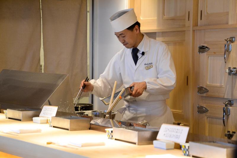 山の上ホテルは4月20日、東京・銀座にある商業施設「GINZA SIX(ギンザシックス)」の最上階13階に「てんぷら山の上 Ginza」をオープンした