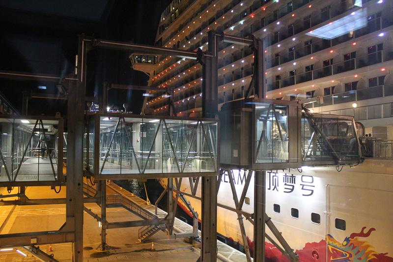 ギャングウェイ(搭乗橋)も大型で近代的