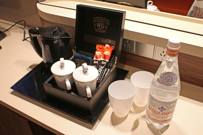 ポット、無料の水、コーヒー、紅茶、など一式揃っている
