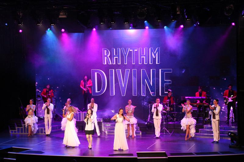 ゾディアックシアターで行なわれるショー「Rhythm Divine」