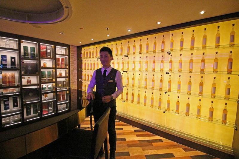 スコッチウイスキーの飲み比べや購入ができる「ジョニーウォーカーハウス」