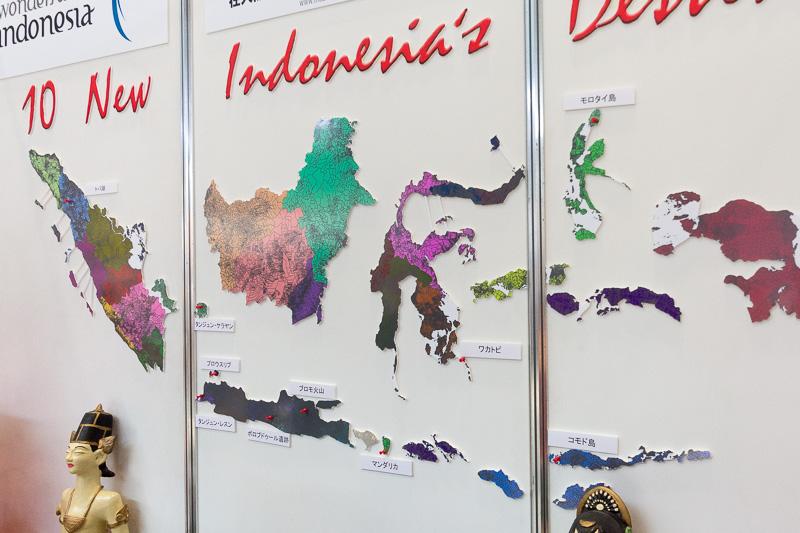 インドネシア政府が開発を進める新たな10の観光地を示したマップや写真展示
