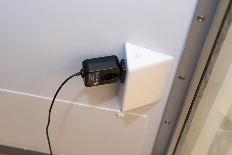 AC100Vコンセントが用意されているので、スマホの充電も可能