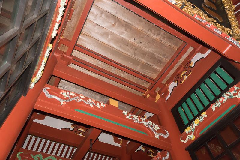 随身門は220年前の建造物。天井真上に描かれた龍は修復が難しく、いずれ消えてしまうかもしれないとのこと