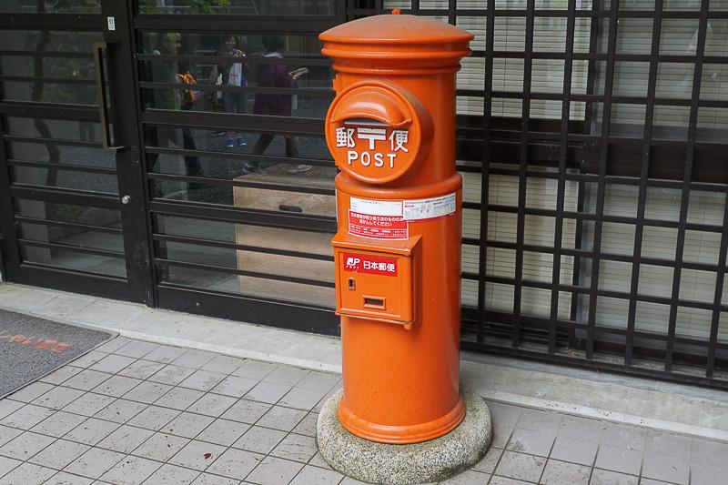 境内にあったレトロな郵便ポスト