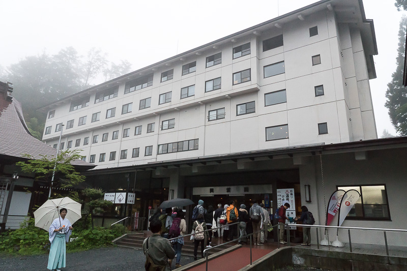 三峯神社境内にある興雲閣。今回休憩で食事をしたが、宿泊も可能