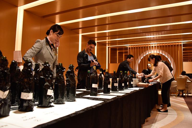 ワイン選定会の様子