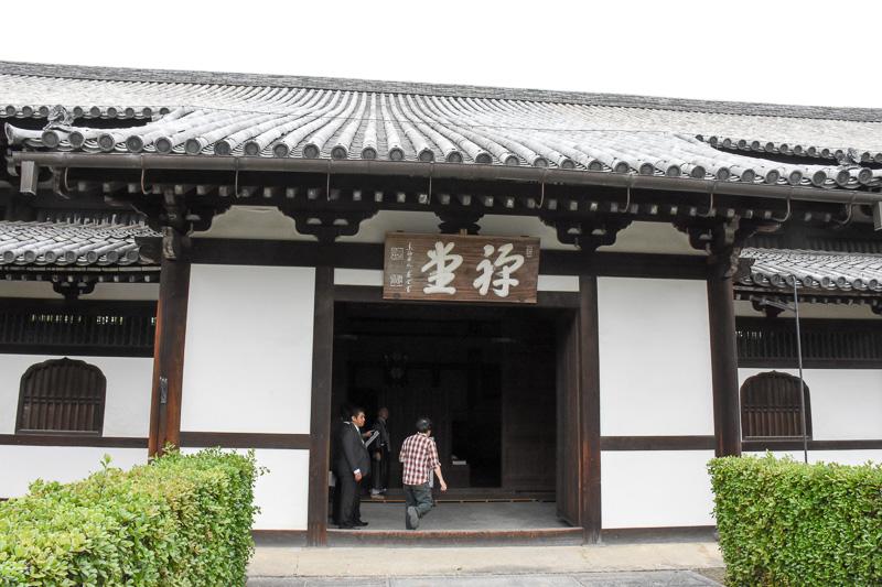 日本最古最大の禅堂。もちろん現役で使われている