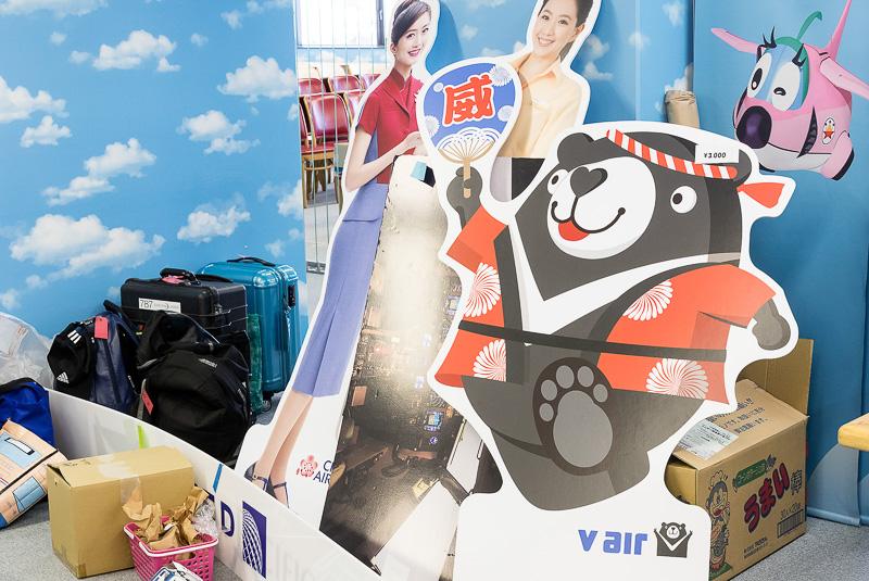 空港で見かける看板やポスター類が人気。関空旅博2017開始直後に取材に訪れたが、すでにほとんど残っていなかった