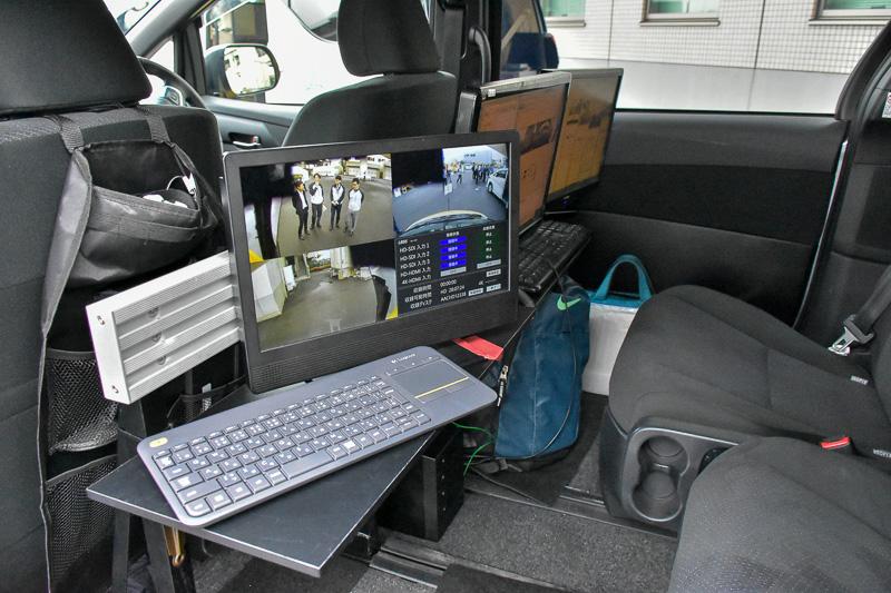 車内では、全方位カメラをはじめ数々のカメラの画像をリアルタイムに確認できる