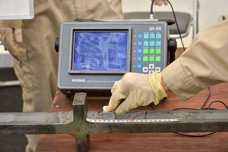 溶接部の内部欠陥を検出する超音波探傷試験