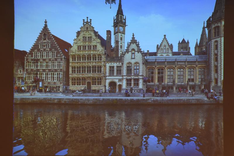 日本のようにしっかりと四季がある。オランダとベルギー(の北部)は海抜が低めで、水辺が美しいという