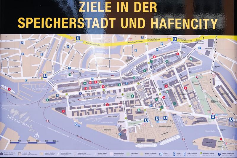 ハーフェンシティの案内版。左の赤い「5」の位置にエルプフィルハーモニーがある