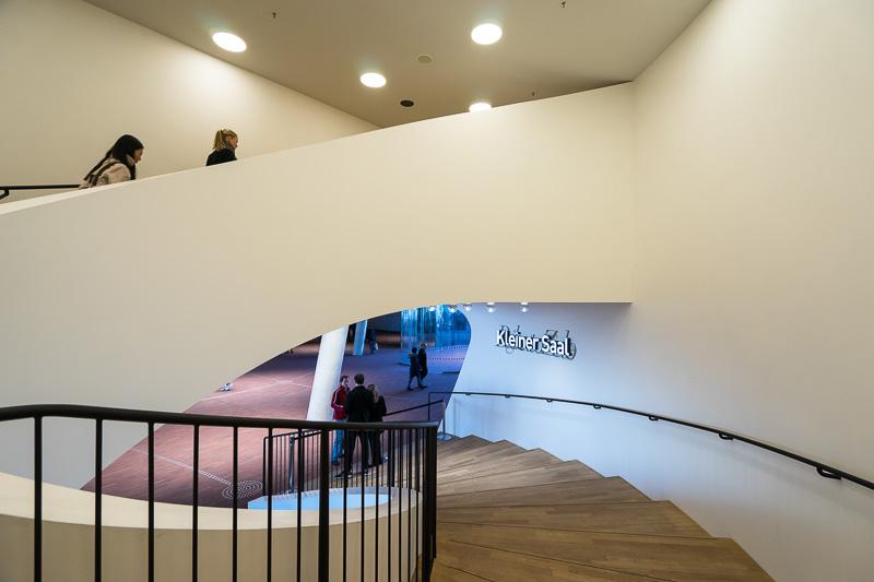 小ホールのリサイタルホールへの階段