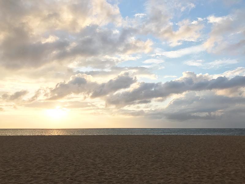 島の東側、ベノア湾に面しているので朝日がキレイ