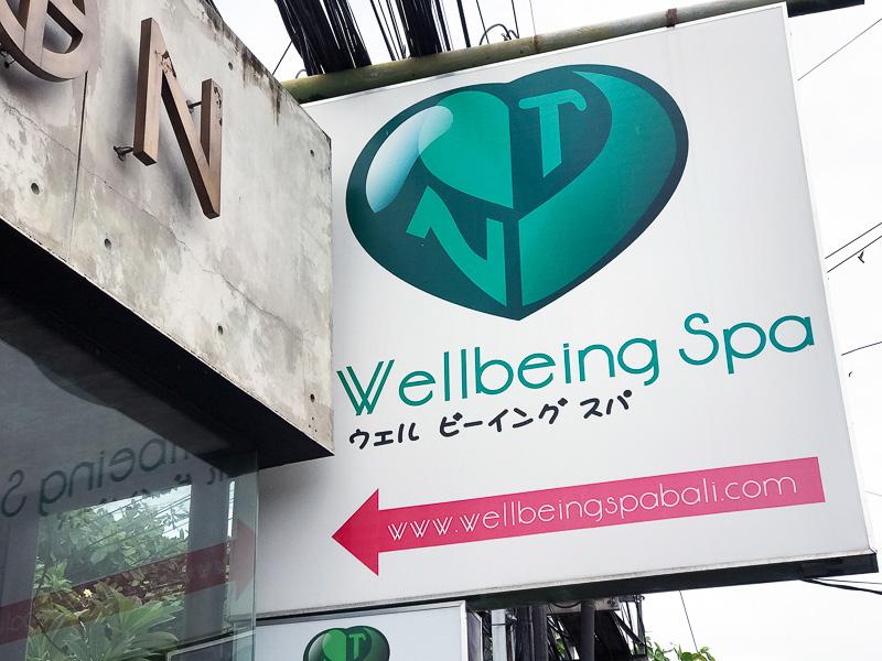 看板に日本語発見! リーズナブルな街スパ、時間があったら入りたかった!