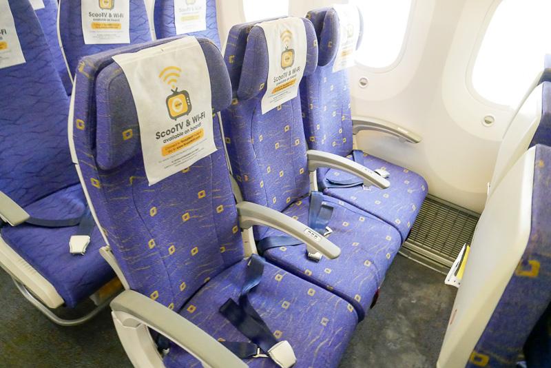 シート幅は18インチ。シートは布張りで、座り心地はフルサービスキャリアのシートとほとんど変わらない