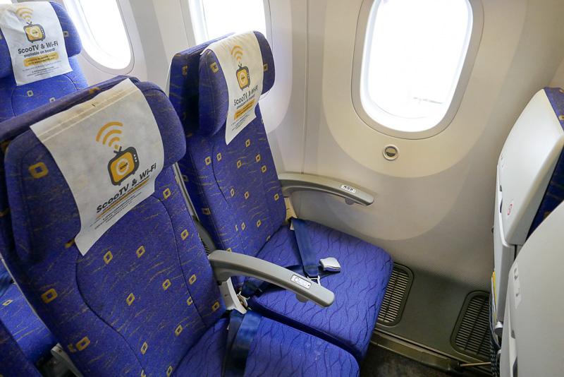 復路便で利用したエコノミークラスシート。一般的なLCCに比べると明らかにシートピッチが広く、こちらも十分快適だ