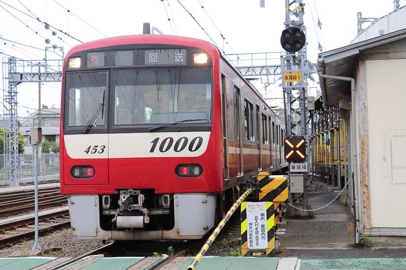 京急は、神奈川新町駅から京急蒲田駅まで走行する4両編成の車両の車内および京急蒲田駅ホームにおいて訓練を実施した