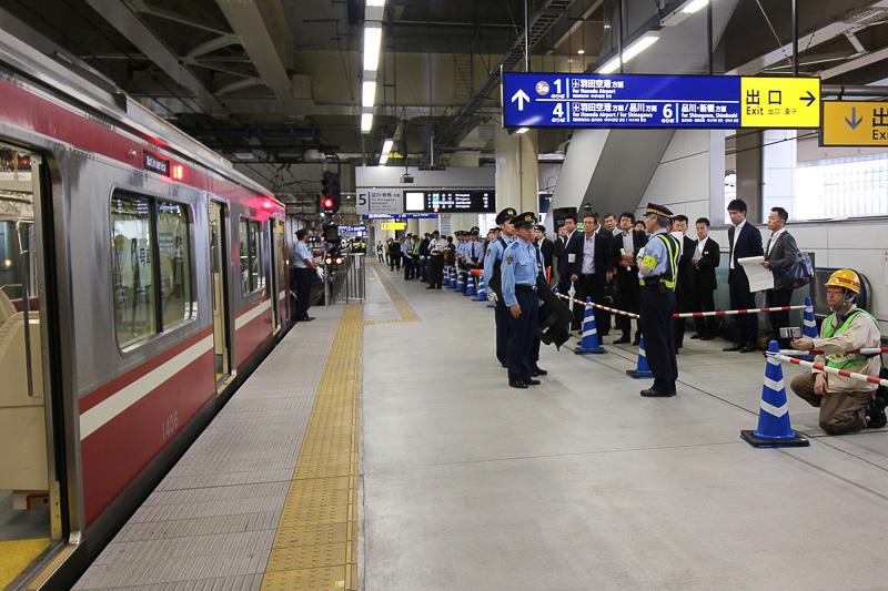 関係者は京急蒲田駅で見学