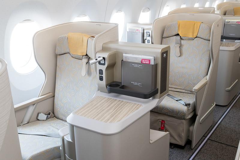 ビジネススマーティウムは千鳥配置でどの座席にも通路からアクセス可能