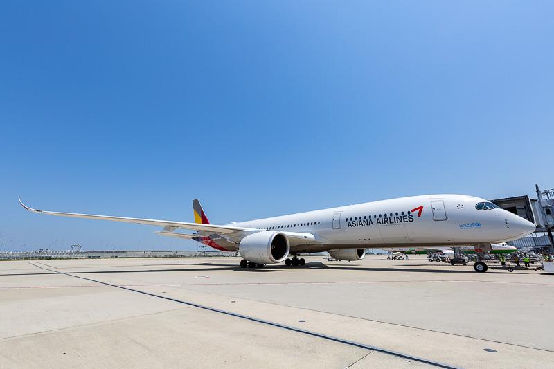 エアバス A350-900型機は最新鋭機らしくスマートなフォルムが特徴