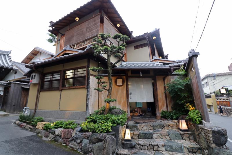 名店「八坂圓堂」の南邸