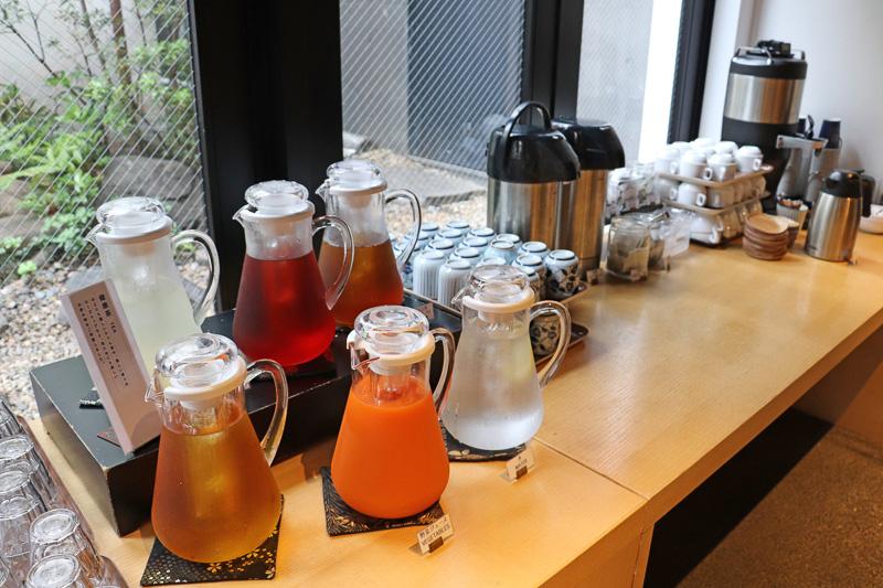 お茶、コーヒー、野菜ジュースから健康茶までドリンクの種類も豊富