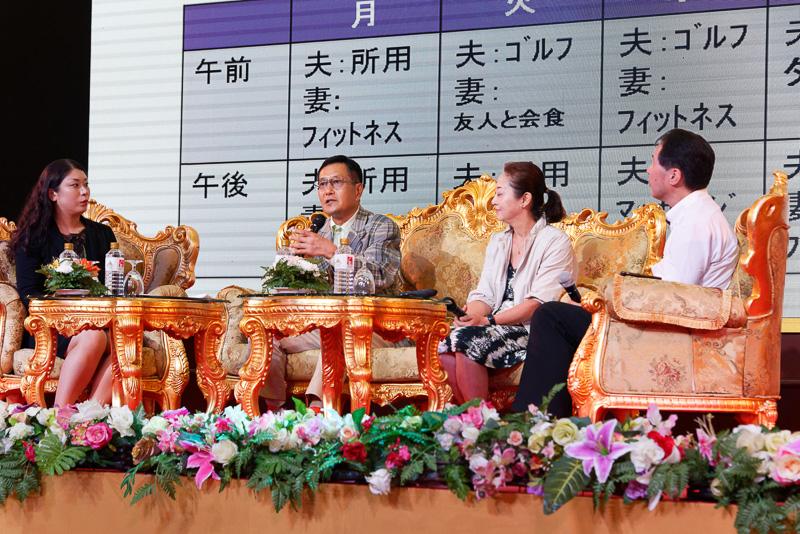 一般財団法人 ロングステイ財団 川嶋彩氏(左)と、チェンマイ在住者(中央2人)を交えてパネルディスカッション