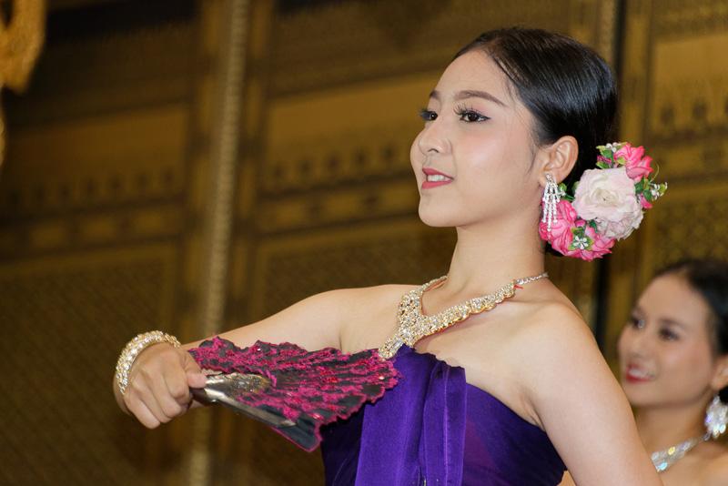 さまざまなタイ伝統の踊りも披露