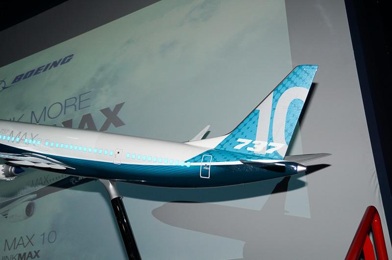 ボーイング 737 MAX 10型機は全長が伸ばされた長胴型であることが特徴