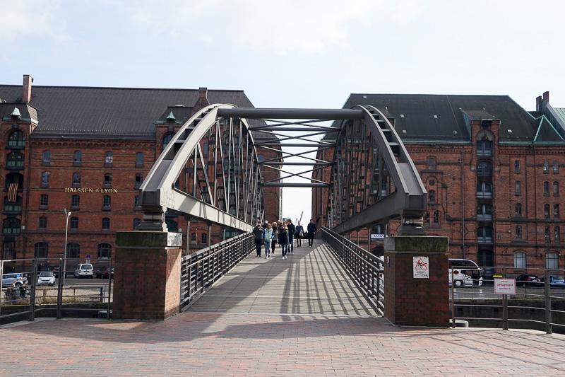 運河には、要所でいくつも橋がかかっている