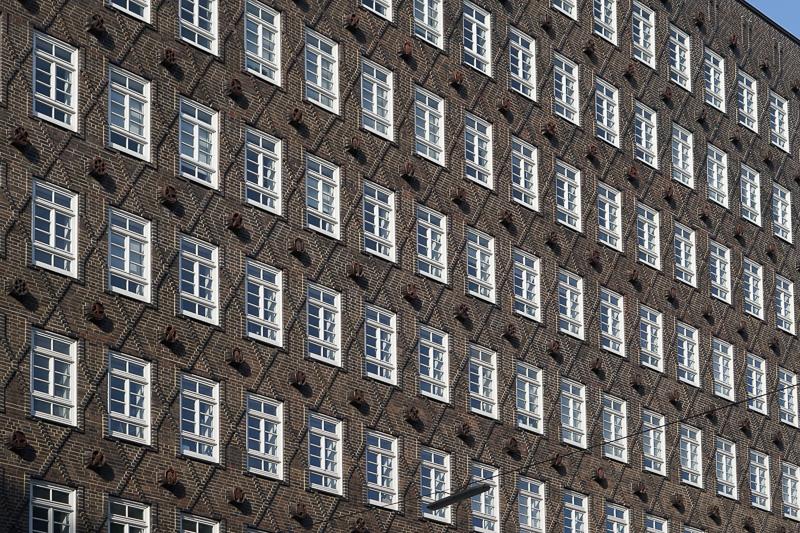 整然と並ぶ窓