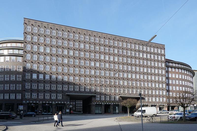 こちらは隣に建っている「Sprinkenhof」という建物で、チリハウス同様のコントールハウス