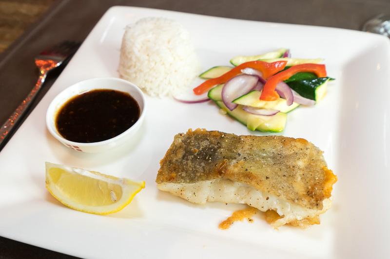 鱈のムニエルとライス、サラダ